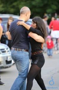 dansul ocupa strada