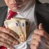 Inginer de la Compania de Apă, prins când lua 1.000 de euro mită