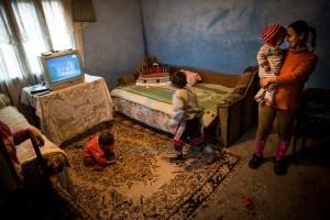 Irina si copiii ei - fotografie de Bogdan Baraghin